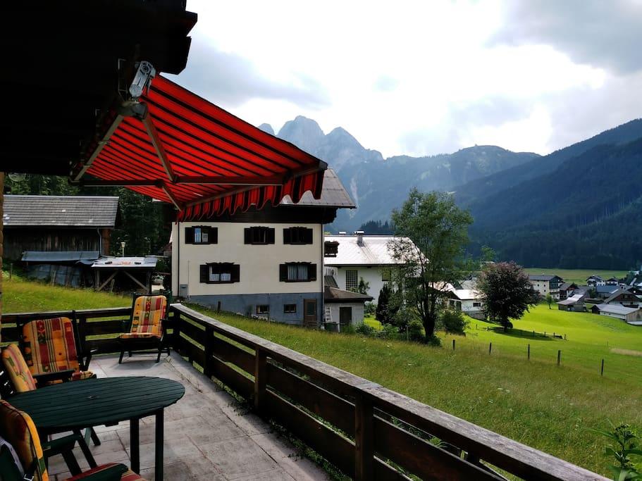 Terrasse mit Blick auf Gosaukamm