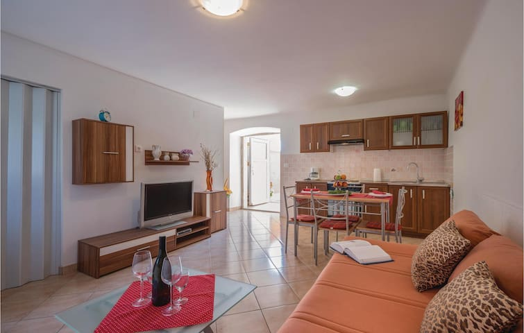 Terraced house with 2 bedrooms on 83m² in Skatari