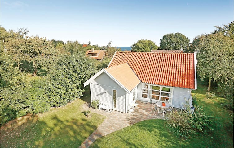 Holiday cottage with 2 bedrooms on 73m² in Gudhjem