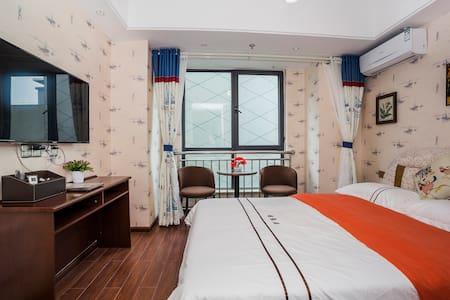 资阳万达广场雅缘居公寓雅致大床房