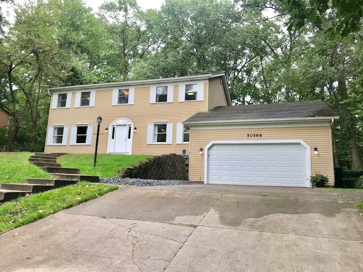 4 Bedroom Granger Home, Short Drive to ND campus