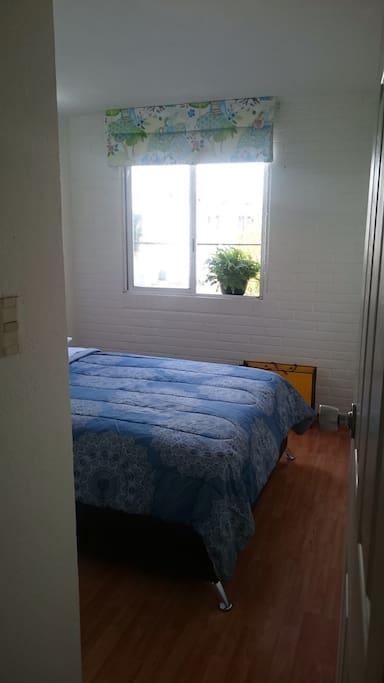 Habitación con juego de sábanas incluido