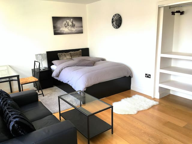 Central Modern Soho Apartment ★★★★★ P1