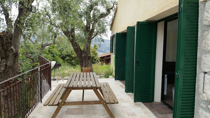 2 pièces avec terrasse dans villa - Falicon