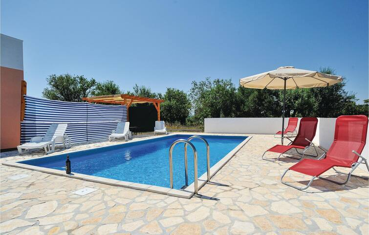 Holiday cottage with 2 bedrooms on 66 m² in Lepuri