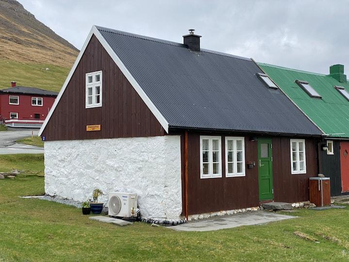 """Grømmastova"" Cozy old house in Viðareiði."