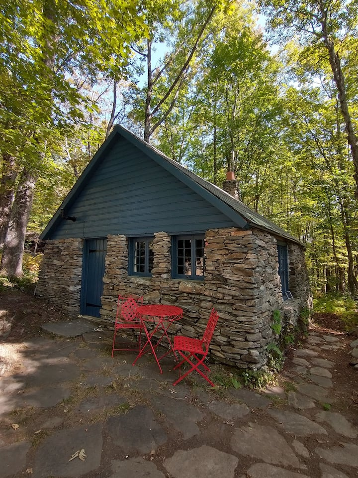 Charming stone cottage, off-grid, on-farm, in VT.