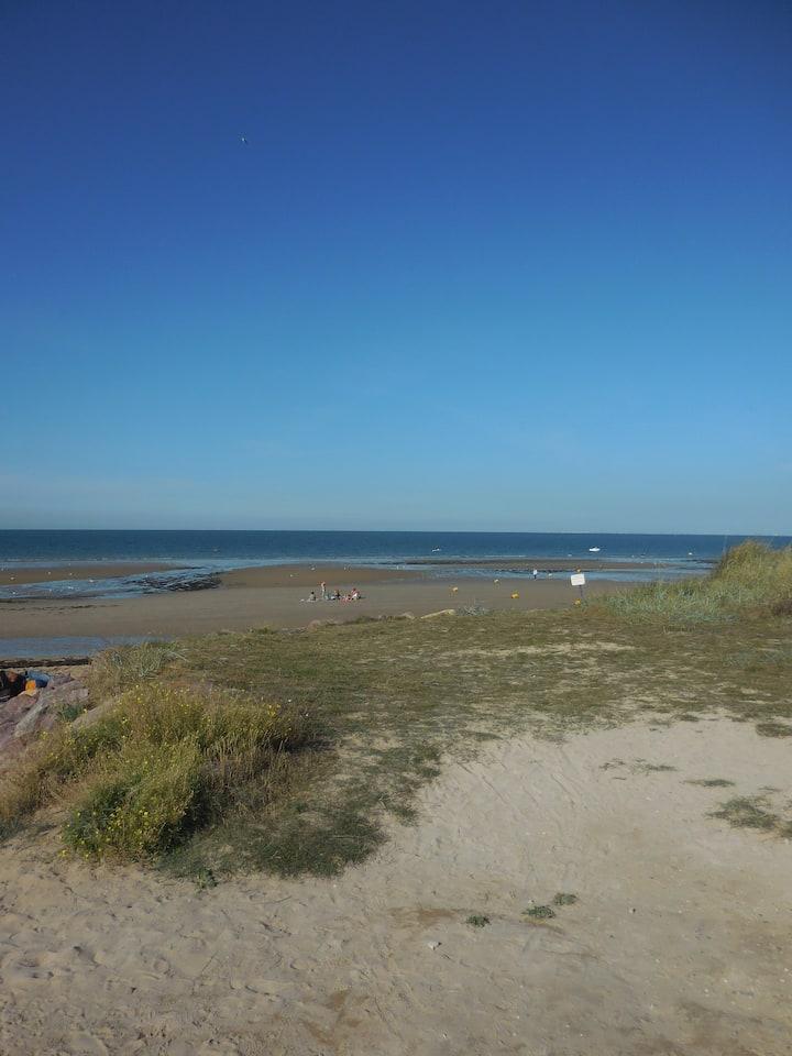 maison à 150 m de la mer et plage du débarquement