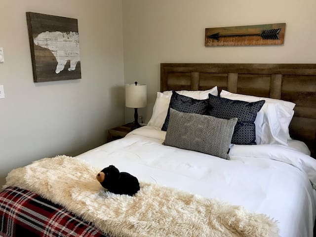 Queen size private bedroom