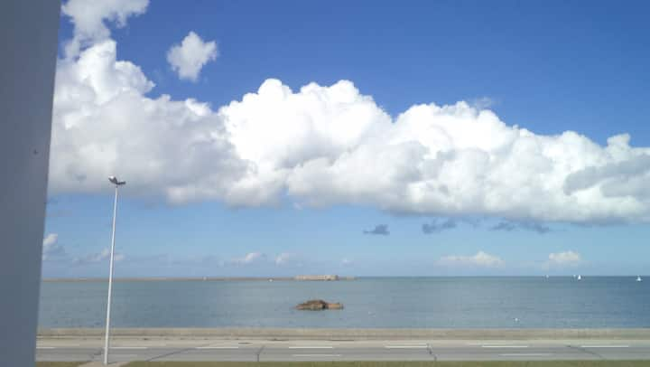 Maison vue mer et rade de Cherbourg
