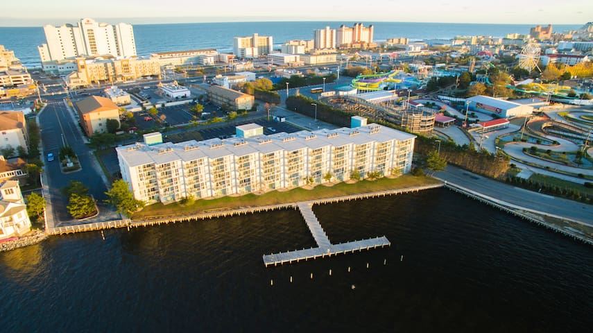 3 Bedroom Bayfront Condo - 4 Blocks to the Beach!