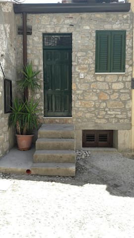 Casa Isabella -  A pochi passi dal Castello - Caccamo - Hus
