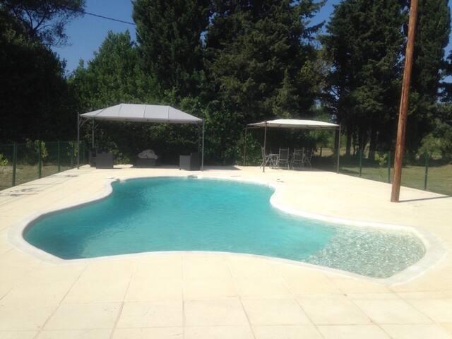 Villa de 240m2 avec piscine 10x6,5 - Marguerittes - Hus