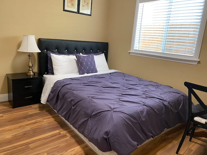 JW 102 Queen size bedroom with private bathroom