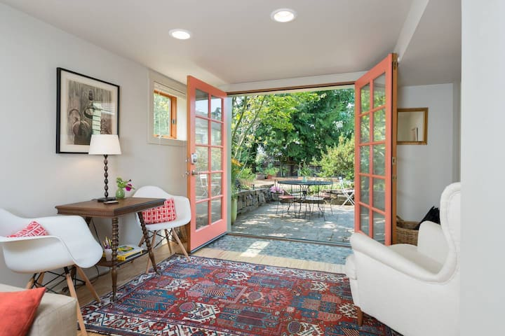 Near Greenlake-stylish-cozy-family friendly-prkg