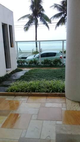 Apartamento pé na areia, na Astúrias - Guarujá