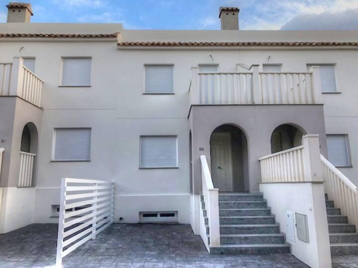 Maison à Alicante fraichement meublée avec piscine