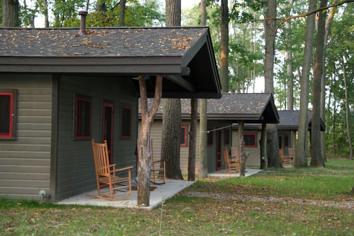 Camp Woodbury Cabin 3 - Dexter - กระท่อม