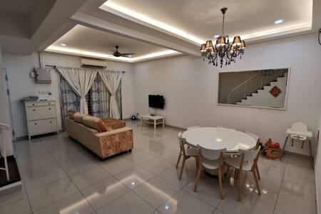 12 pax Big Family Suites, Shah Alam