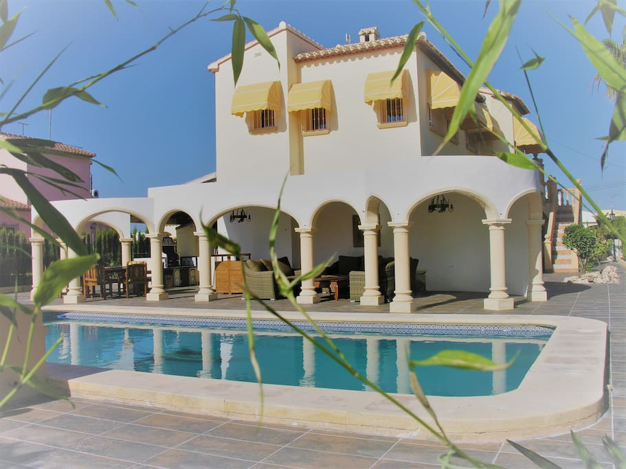 Detached villa pool air con wi fi villas en alquiler en for Gimnasio javea