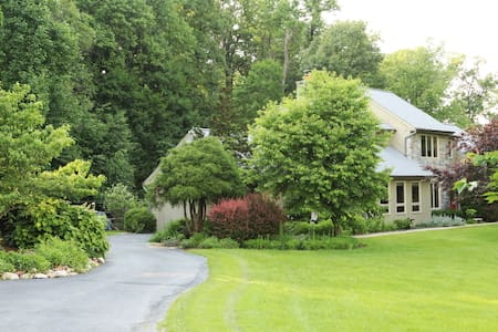 LOVELY COZY HOME large bedrm near walking trails