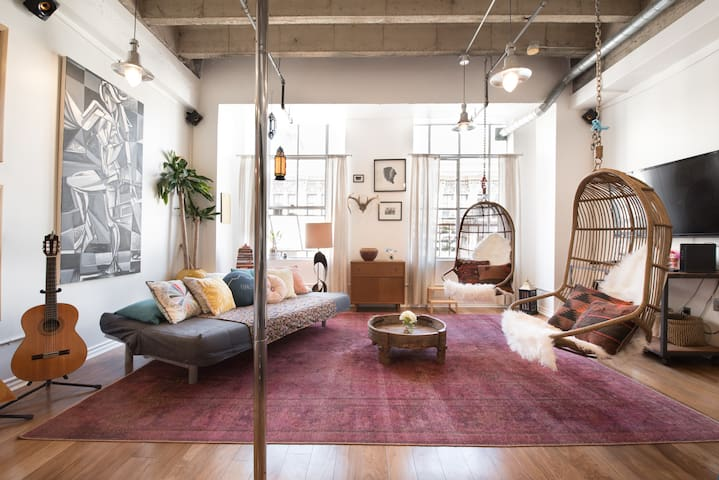 Live the LA Lifestyle in Loft near Metro
