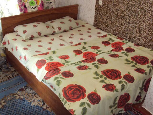 Двуспальная кровать ширина 160 см.длина 200 см.