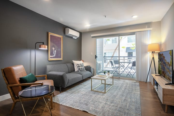 Ample DT Mountain View 2BR w/ Pool, Gym, Parking, Patio, by Blueground