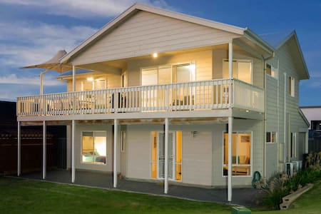 Rocks Beach House Victor Harbor -sleeps 10 - wifi