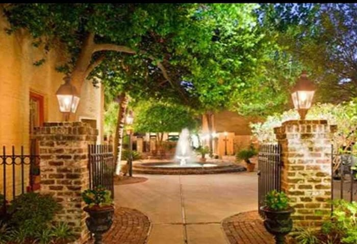 WalkEverywhere Elegant whole condo1 Bdrm Courtyard