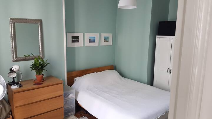 Private double bedroom in the 18th arrondissement