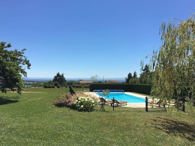 Superbe maison 350 m2  dans un parc arboré (1 ha) - Rozier-en-Donzy