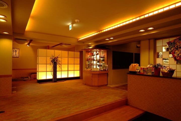 15 minutes on foot from Hakone Yumoto Station ★ Onsen, hospitality, Japanese style dishes【和室8畳】