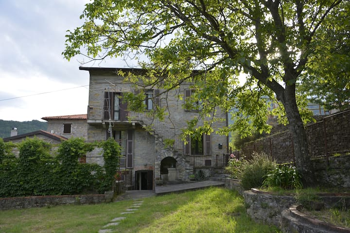 Teresa-big house in Tuscany, near 5Terre & Liguria - Cattognano - House