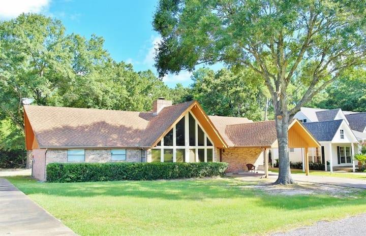 Gated Golf Getaway in Lakeside Community