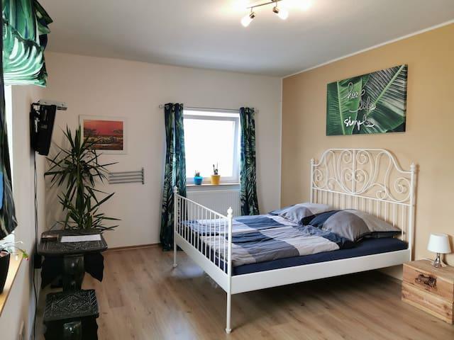 Schönes neu renoviertes Zimmer