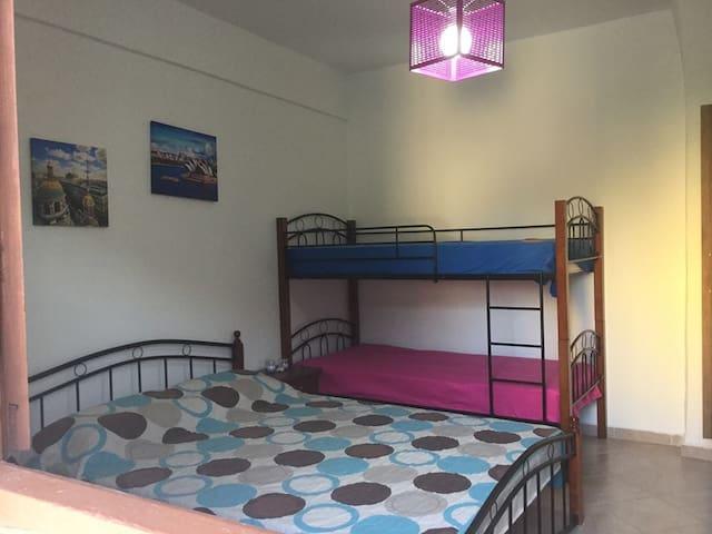Central apartment , ground floor , Kriopigi