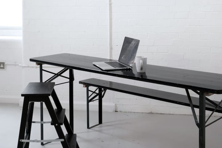Minimal Livework Space in Artist Warehouse