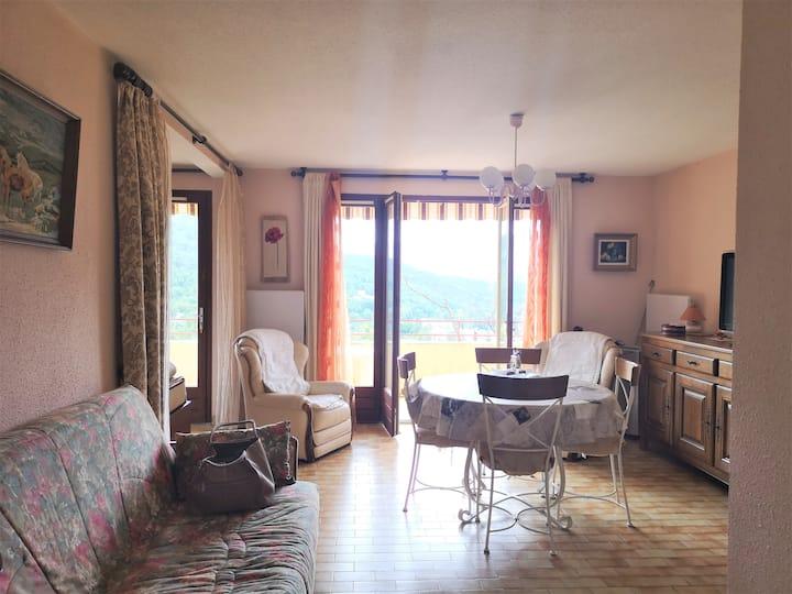 Grand t.2 meublé donnant sur Vernet les Bains