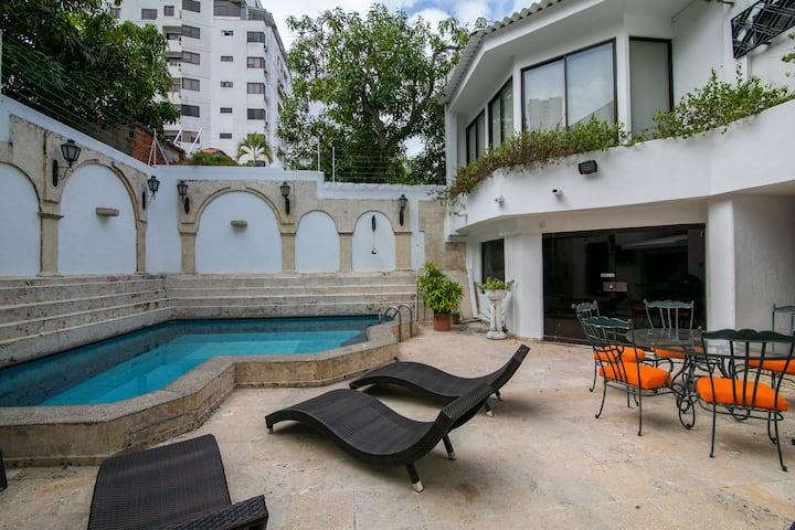 Beautiful 6 Bedroom Mansion in Bocagrande