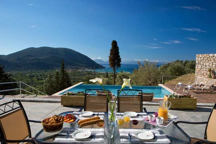 Horizon Villa Anna with stunning sea view and only 900m from Vasiliki!