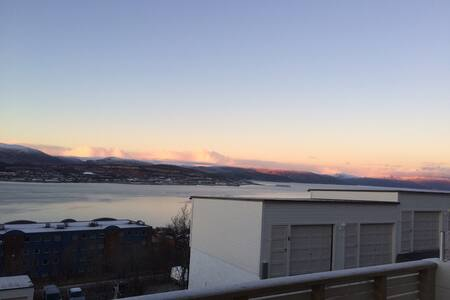 Cozy room and a beautiful view. - Tromsø - Casa adossada
