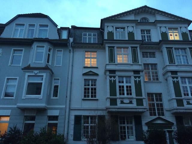 Businesszimmer in Top Lage, Parkplatz inklusive - Bonn - Haus