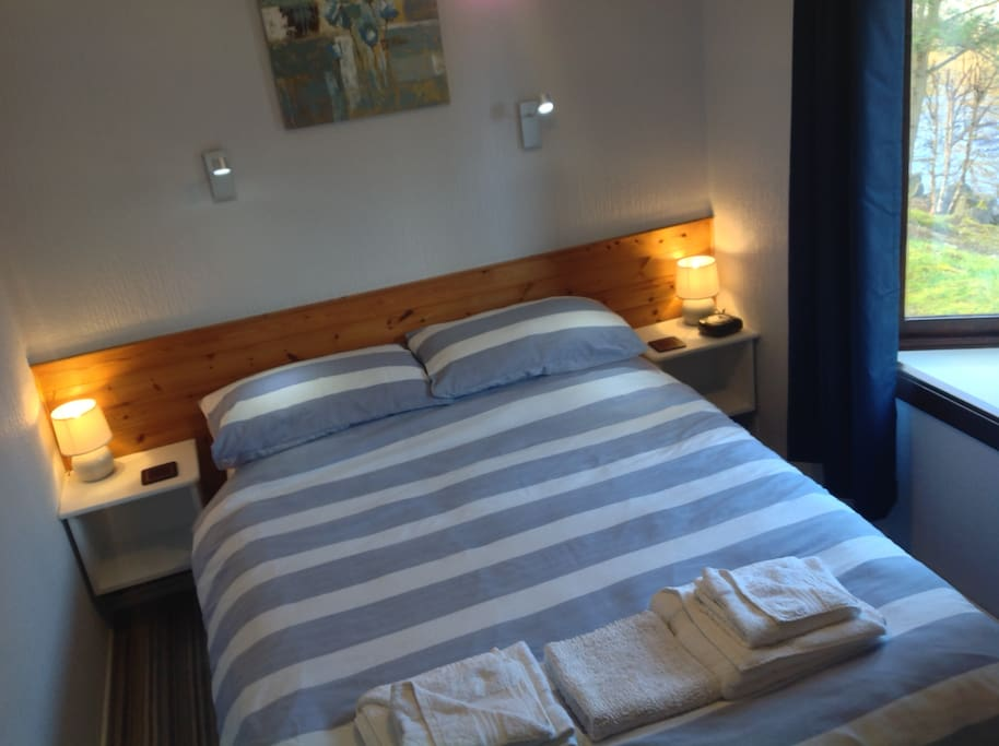 Cosy double bedroom with lovely views of the river