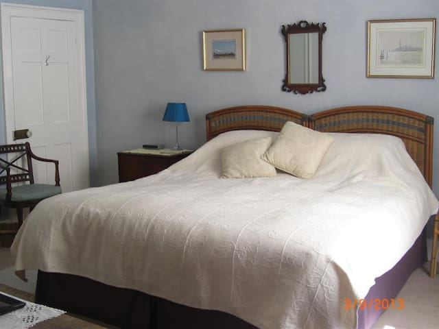 Stowting Hill House - Double room -Shared Bathroom