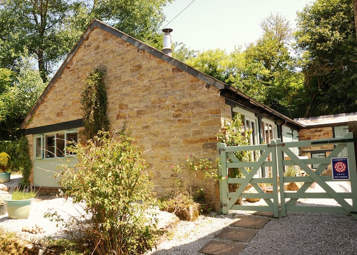 4* studio barn in a sheltered valley near N Coast
