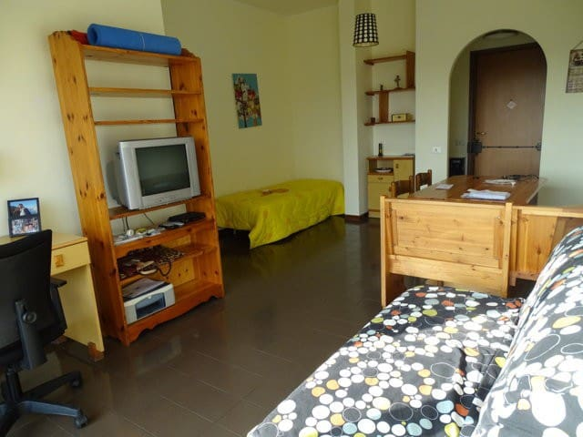 Cozy apartment in Rome - free parking