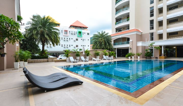 Cozy stay @ Patong w/wifi, pool