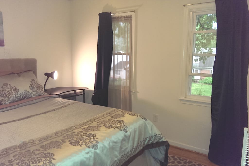 Light-filled bedroom. You can easily enjoy your day working/studying from home