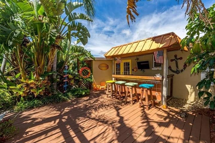 Newly Renovated Paradise Vacation Home Waterfront